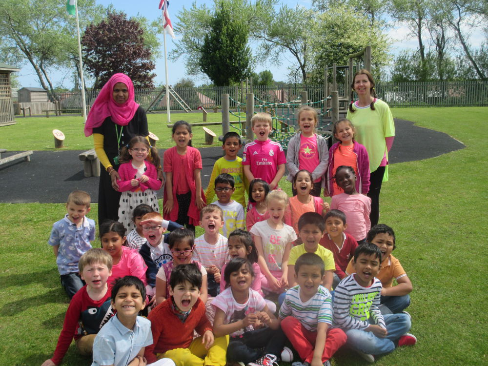 1L in their bright outfits